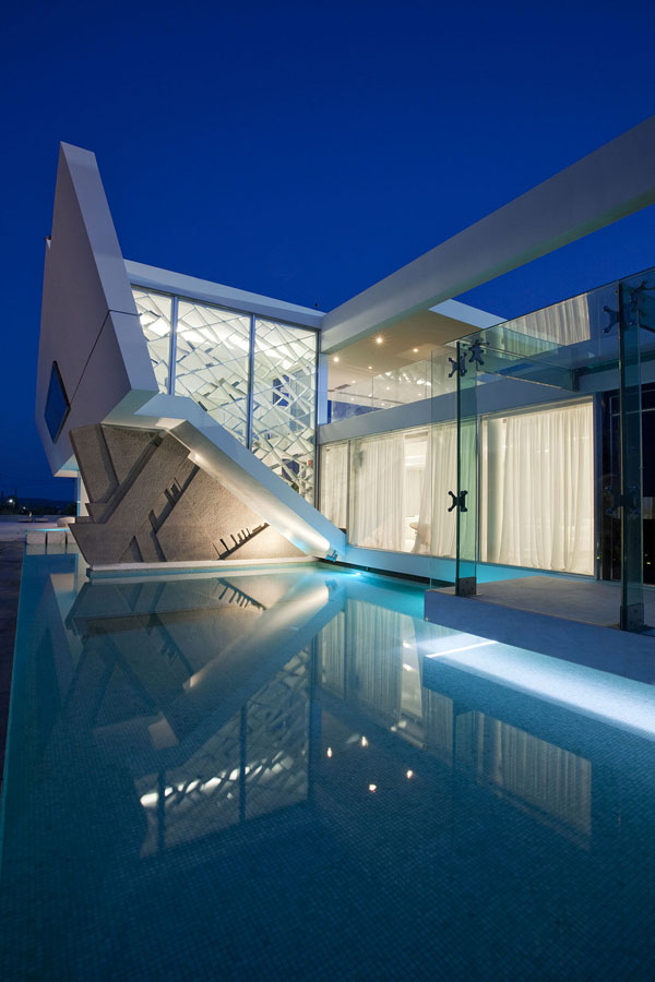 Samira Page 4 Deffufa Decor - Futuristic-house-with-space-age-design